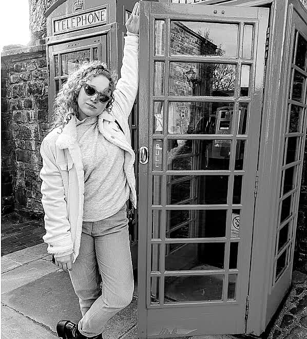 If the phone doesn't ring, it's me! @alfred  #ootd #travel #fashion