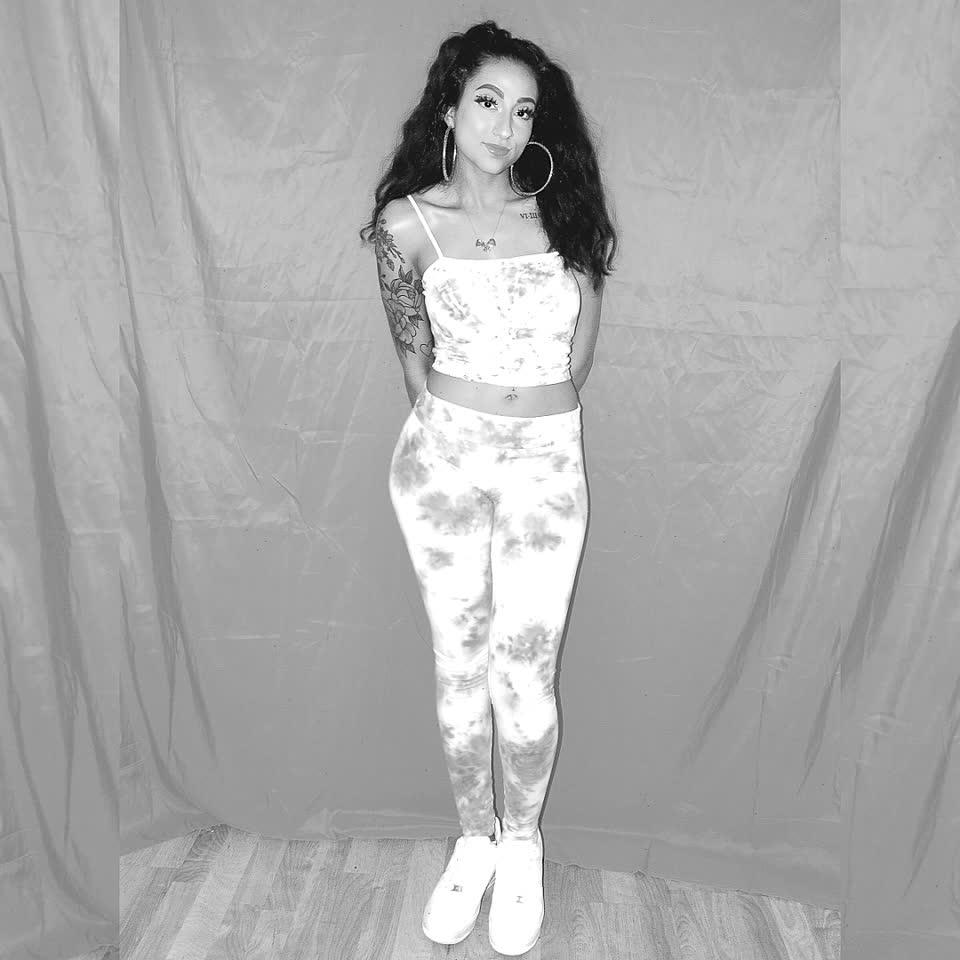 #model #tiedye #girl #pink #photoshoot #leggings #tiedyeshirt #art #pretty #cute #fashion #style