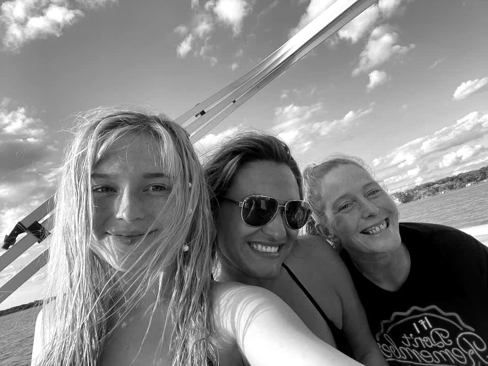 On the boat😂💞 #girlsjustwannahavefun #foryou @rory #summer #swimming @alfred #funinthesun