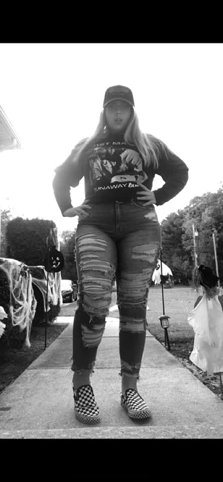 the baddest #nocomment #fire #like #follow #thickgirlhype follow me on ig for a follow back;)