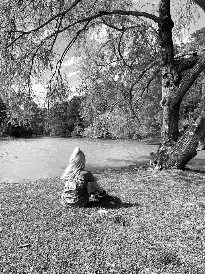Relaxin #quarentine #selfdistance #ejimoo #nature #lake #tree #sunny #nocomment #follow #like #love